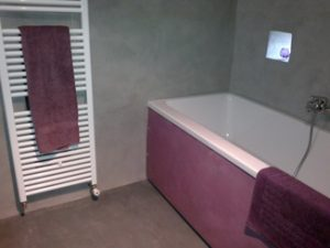 béton-ciré-gris-violet-baignoire