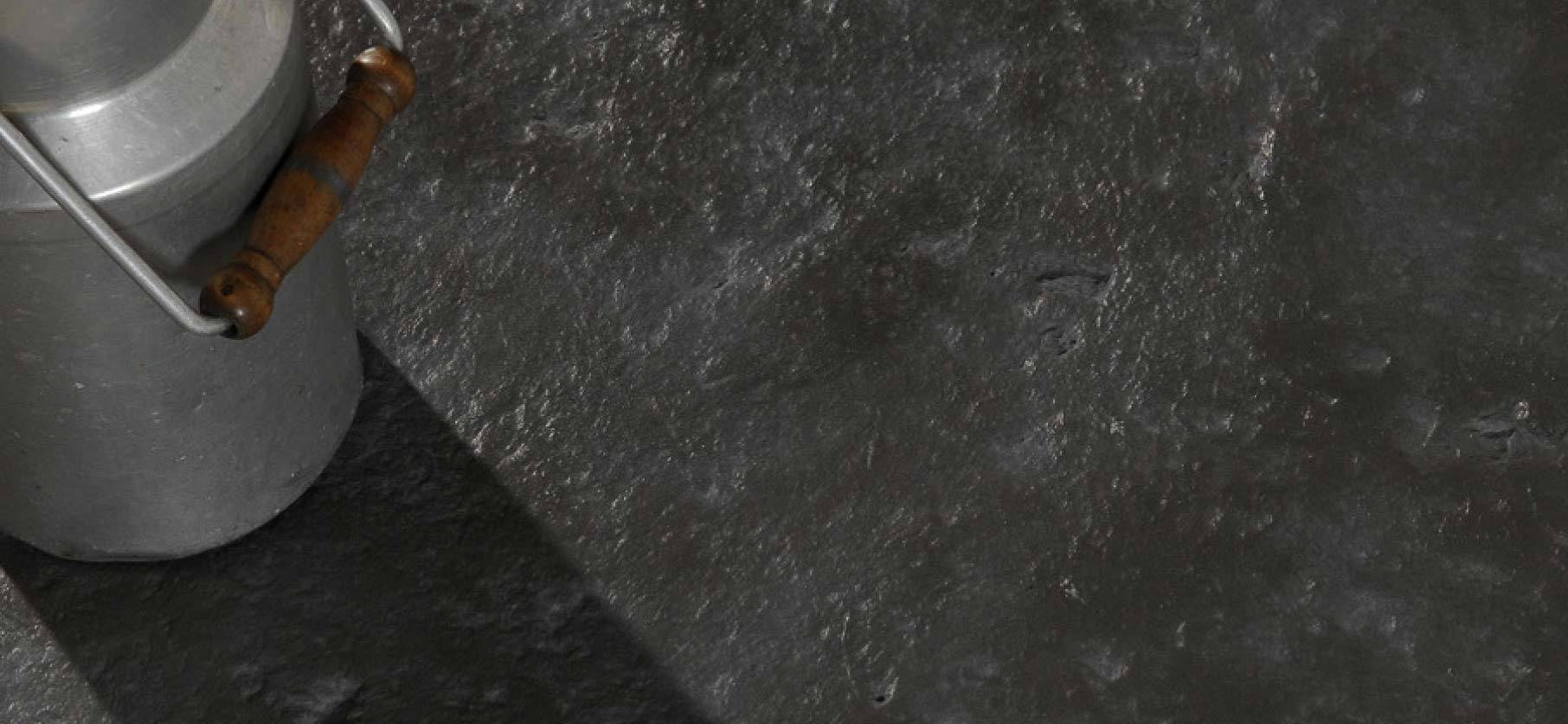 dallage et carrelage gris anthracite en b ton aspect ardoise. Black Bedroom Furniture Sets. Home Design Ideas