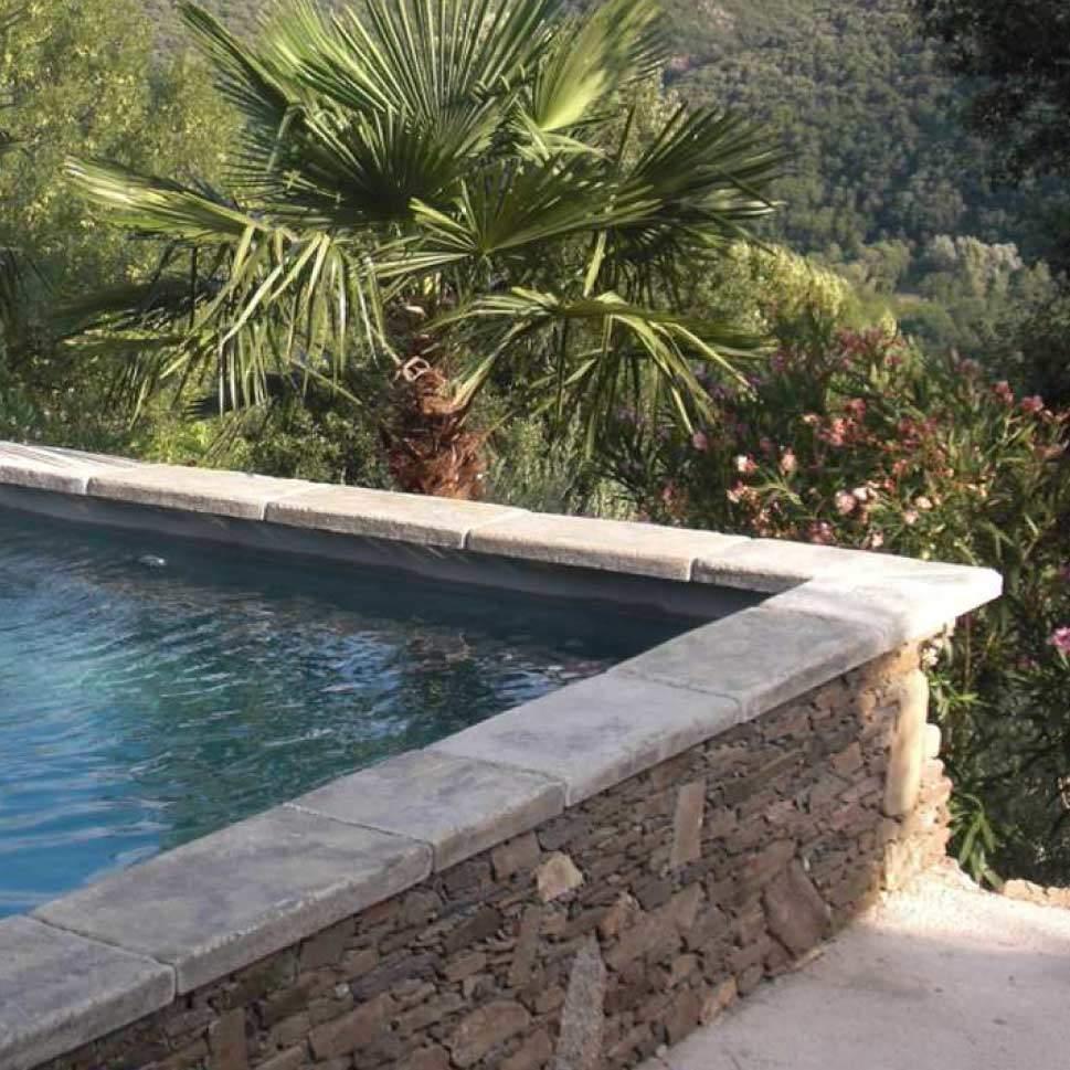 Margelle de piscine massive Bourgeoise pour effet vieux bassin