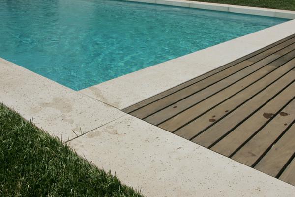margelle-piscine-retombee-talon-beton-blanc