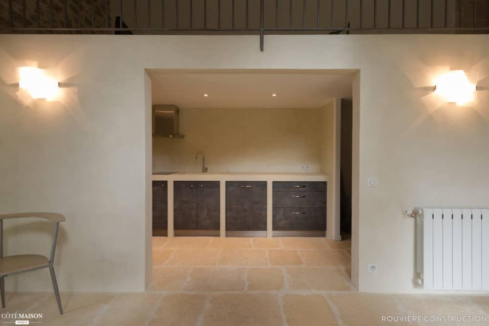 Aménagement intérieur d'une grange rénovée