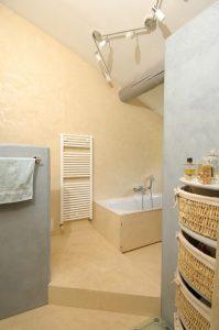 salle de bains en béton ciré beige et gris