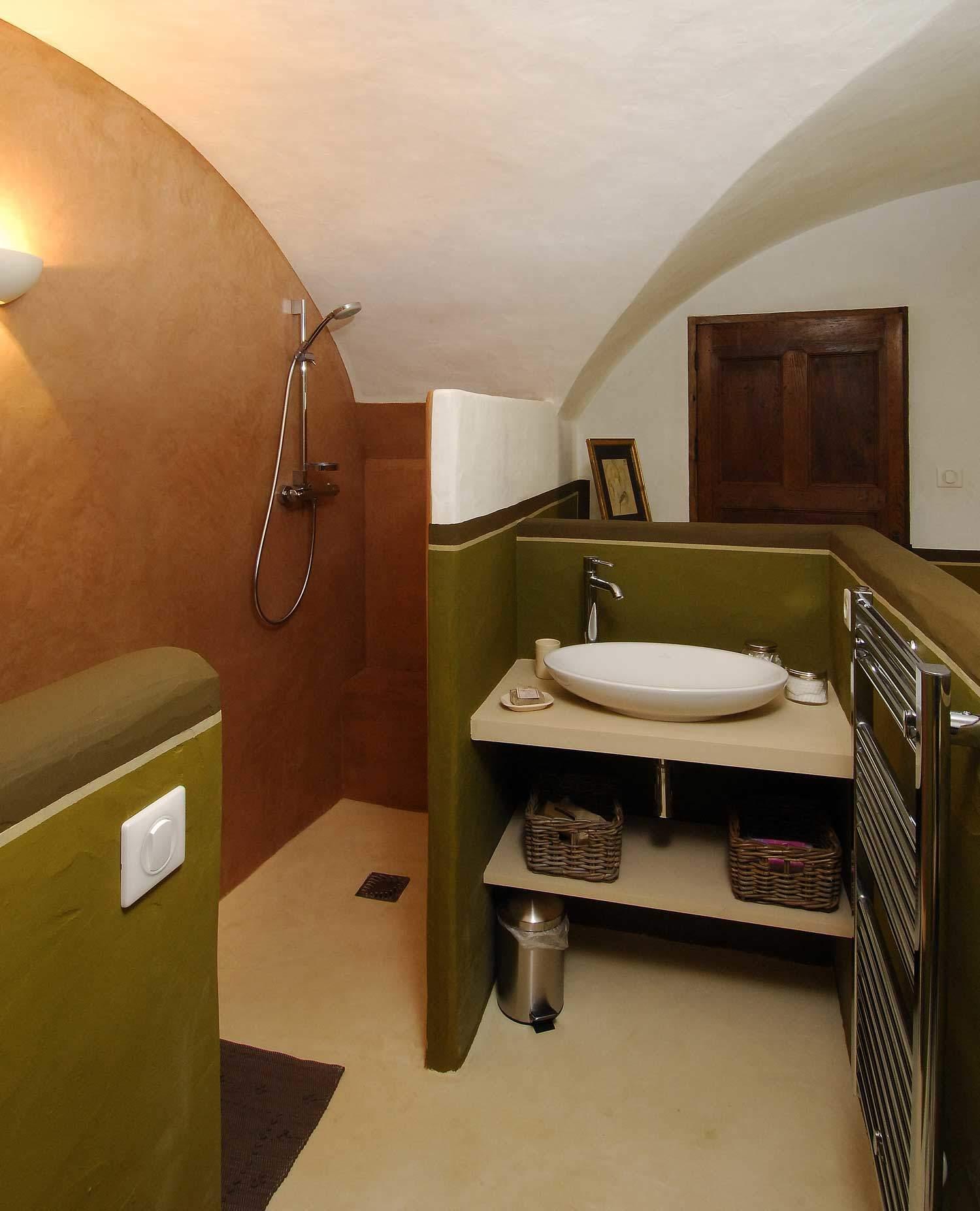 béton ciré-salle-bains-couleur