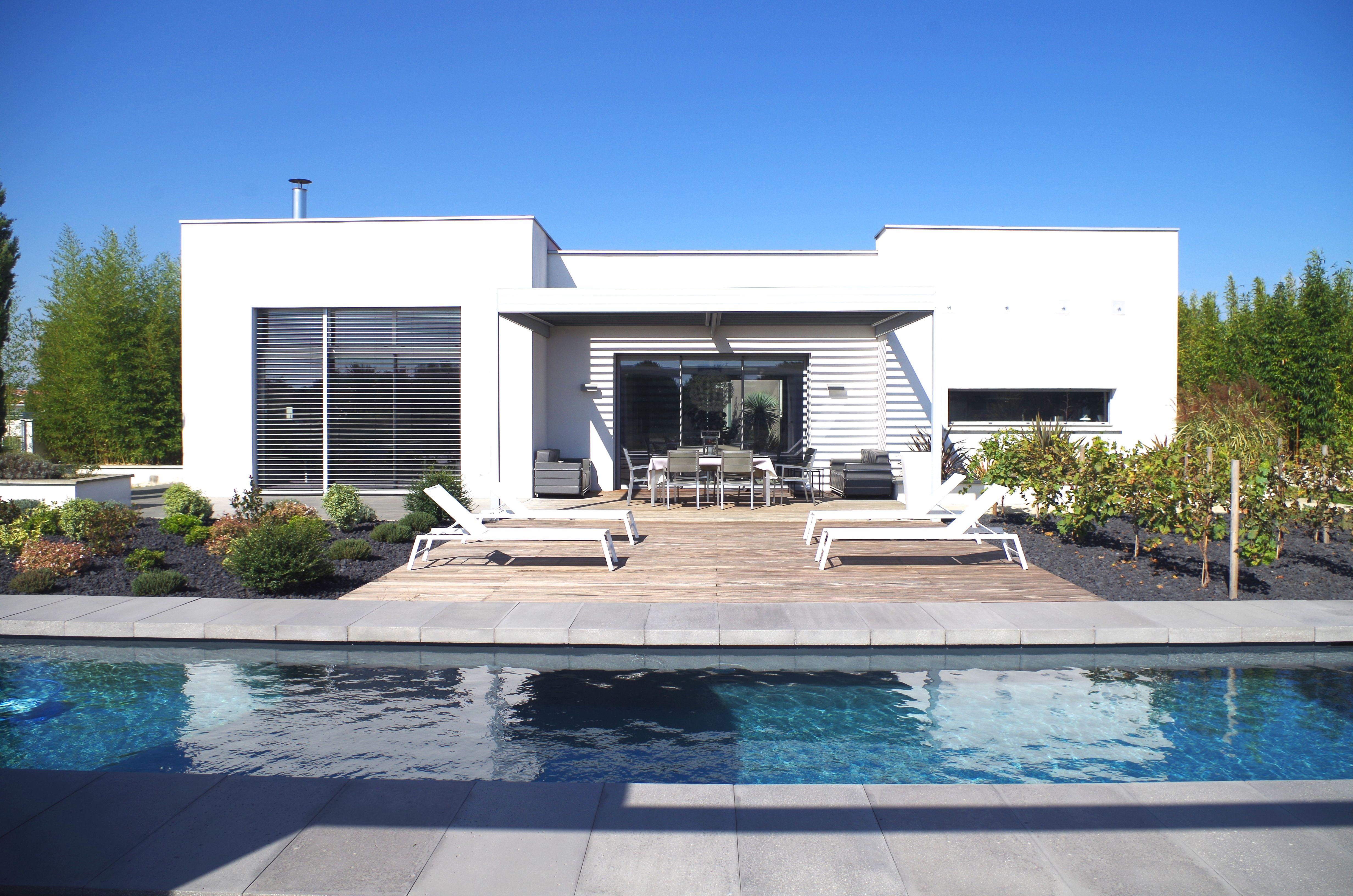 Margelles piscine contemporaines en béton