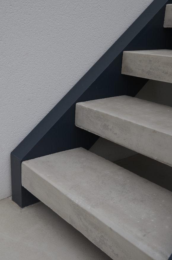 Escaliers pierre et b ton classique et contemporain for Contre marche escalier exterieur