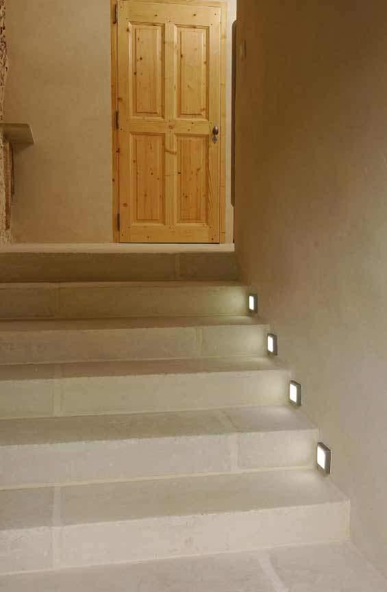 Habillage d'escalier avec des pièces en L façon pierre