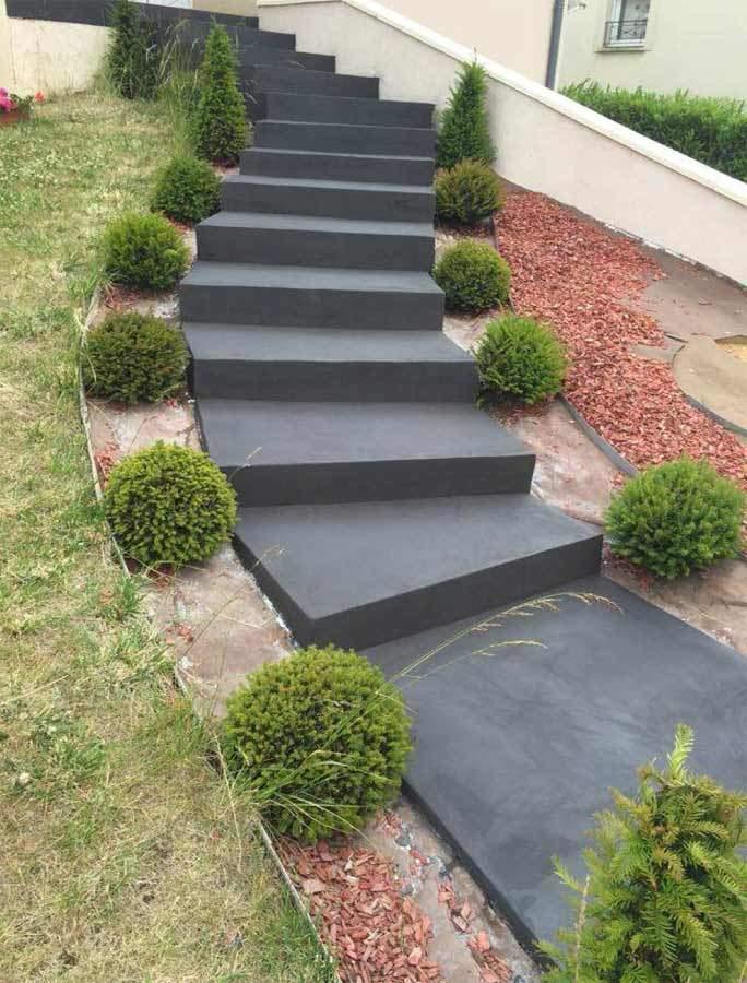 Escalier extérieur en béton ciré