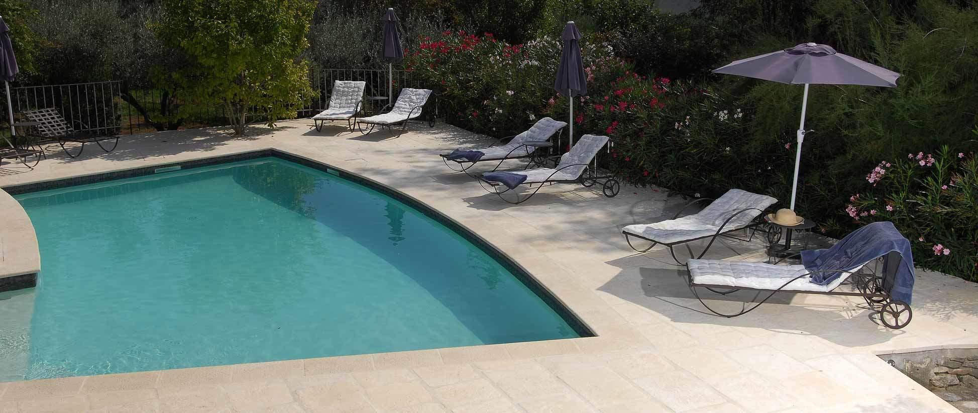 revêtement extérieur pierre dallage margelle piscine Rouviere Collection
