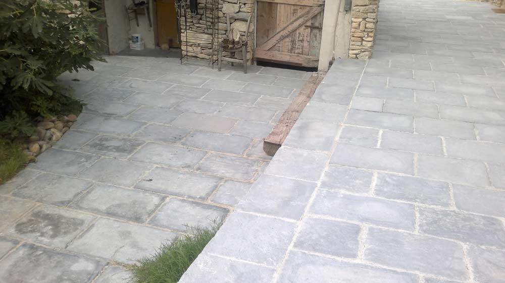 Dallage extérieur aspect pierre gris