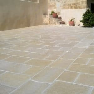 Carrelage-béton-pierre -terrasse-caniveau par Rouviere Collection