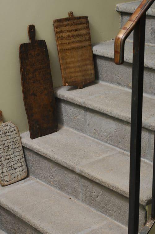 Habillage d'escalier intérieur façon pierre