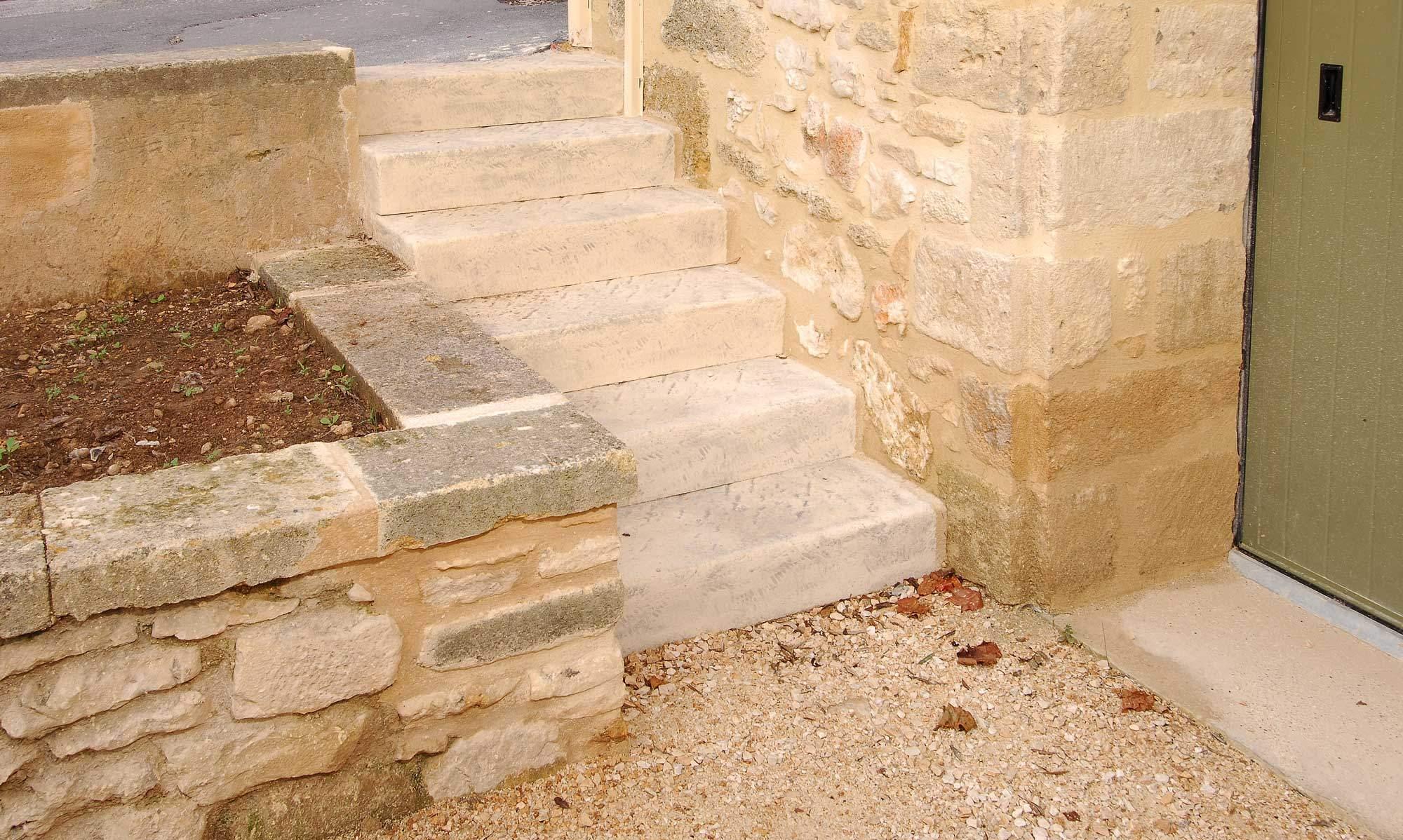 Creation-escalier-sur-mesure-pierre