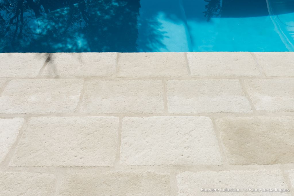 carrelage-piscine-pierre-béton
