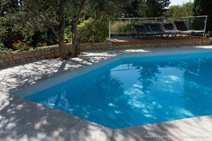 piscine-forme-spéciale-découpe-margelles