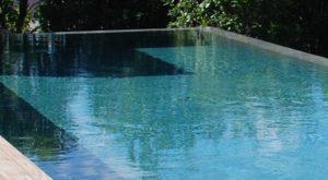 piscine-béton-cité-taupe