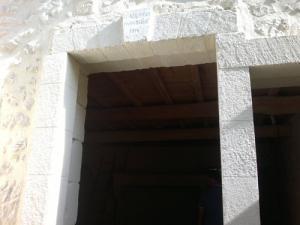 encadrement-porte-pierre-béton