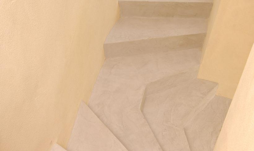 Palier d'escalier sur mesure en micro-béton