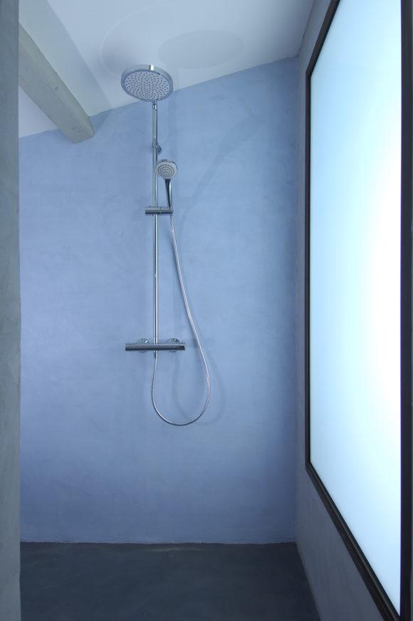Revêtement murs de douche en micro-béton