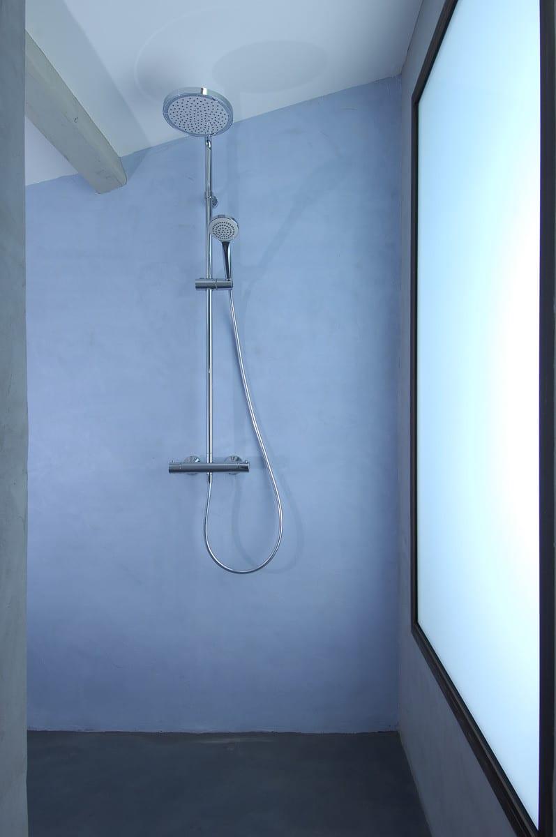 Revêtement de douche en béton ciré