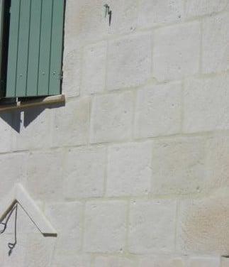 Revêtement-habillage-façade-béton-pierre
