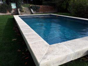 Margelle-béton-pierre-piscine-bassin-surélévation