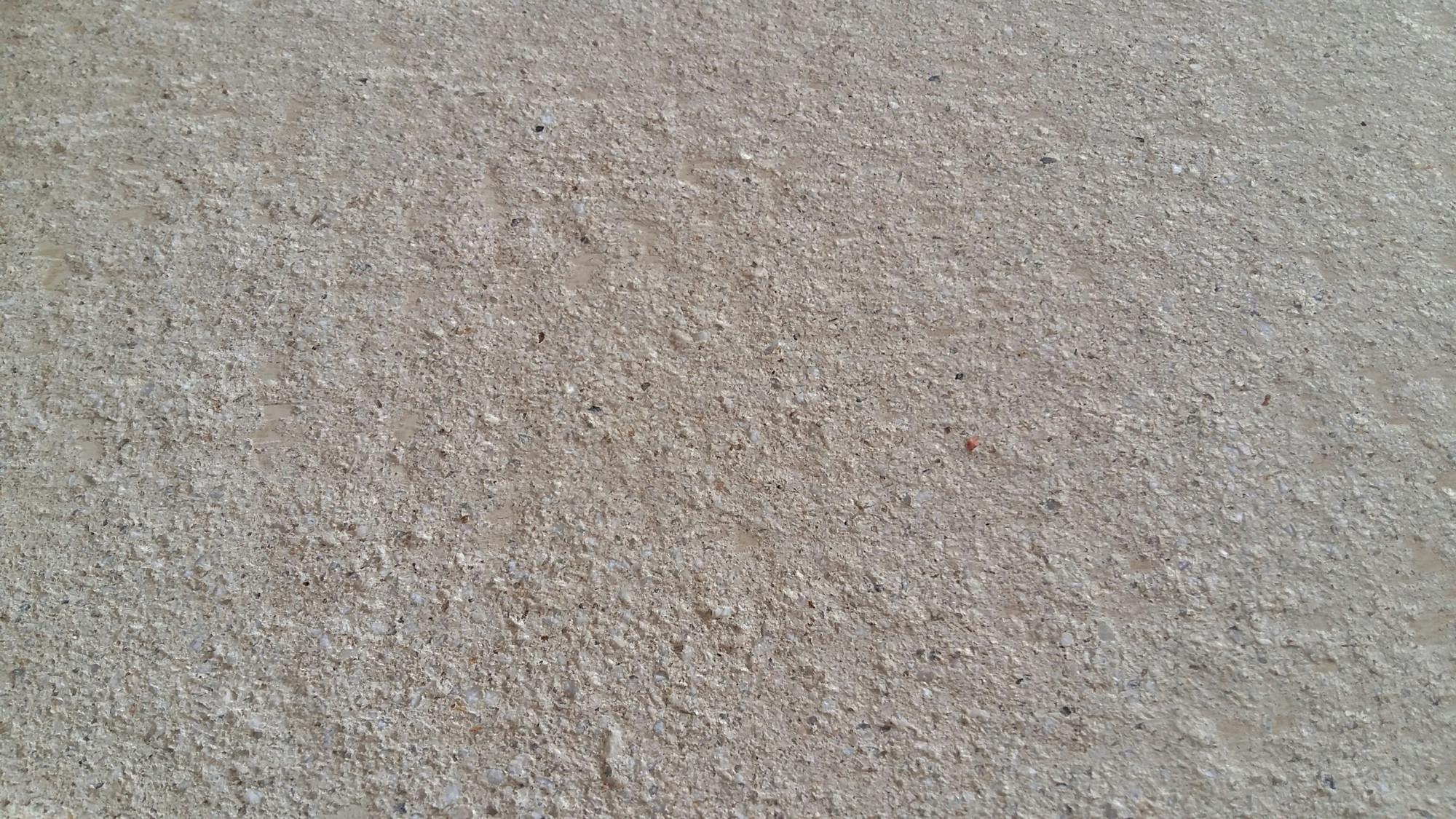 Dallage en béton façon pierre Modèle Occitanie teinte Ocré Rouviere Collection