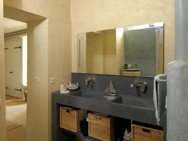 Lavabo et mobilier de bain sur mesure en béton ciré