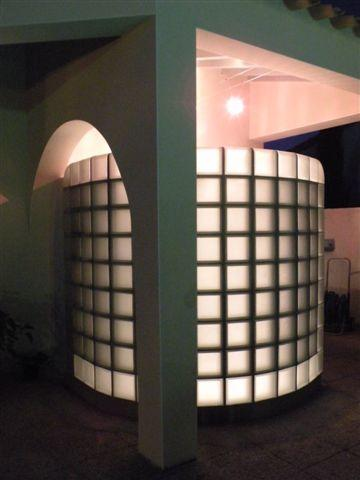 douche extérieure en briques de verre Nordica et neutre satiné