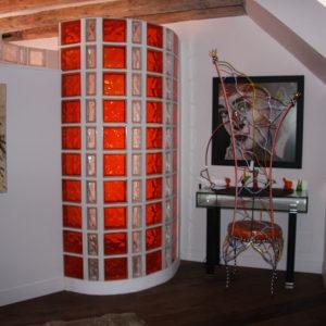 Paroi de douche en demi-briques neutres et briques Brilly orange