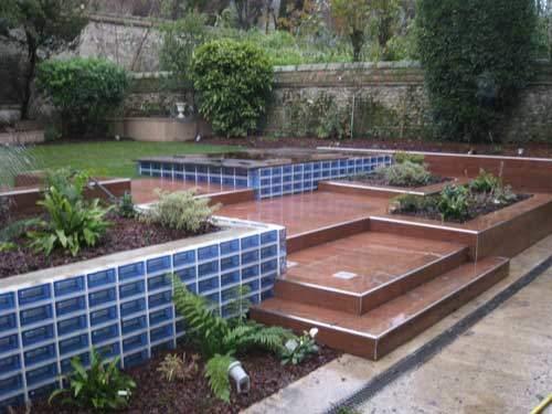 Murets pour terrasses de jardin en demi-briques bleues