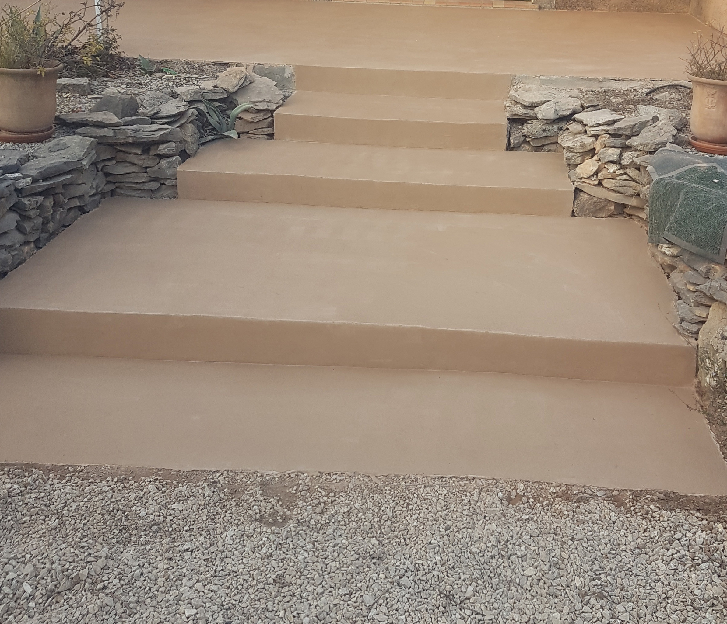 Escalier-béton-ciré-couleur-speciale