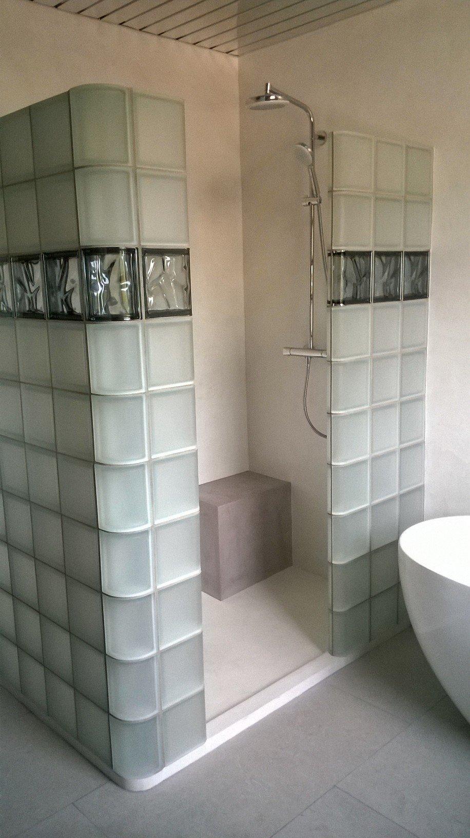 Douche italienne avec b ton cir et briques de verre rouvi re collection - Douche italienne brique de verre ...