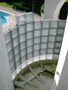 douche-courbe-briques-verre