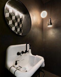 béton-ciré-marron-bains-lavabo
