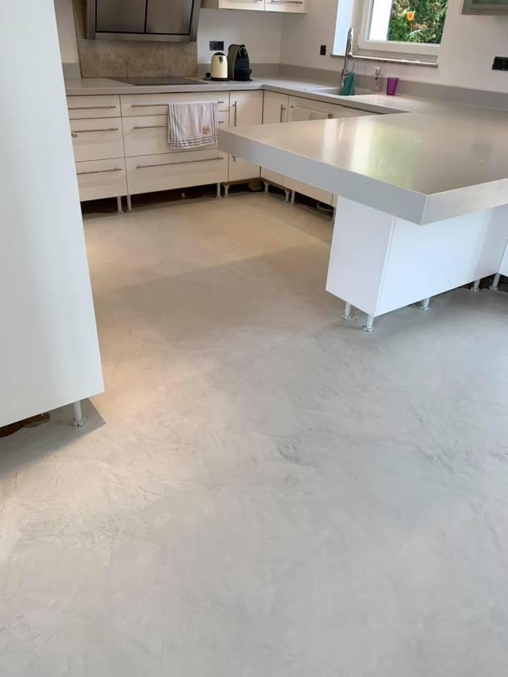 sol-cuisine-béton-blanc-décoration-minimalisme