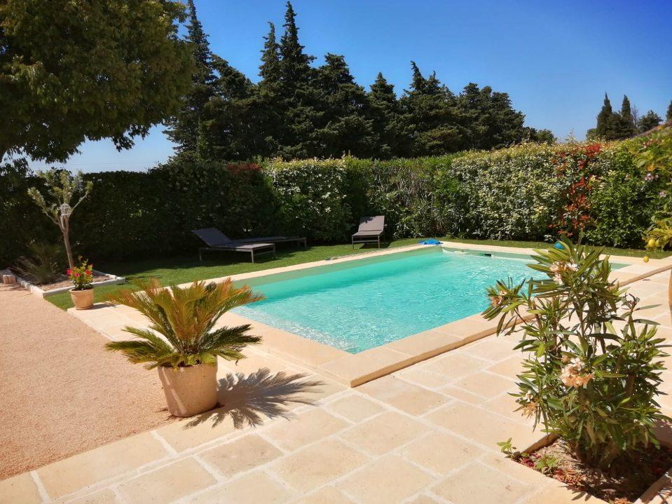 tour-piscine-paysagisme-méditerranéen