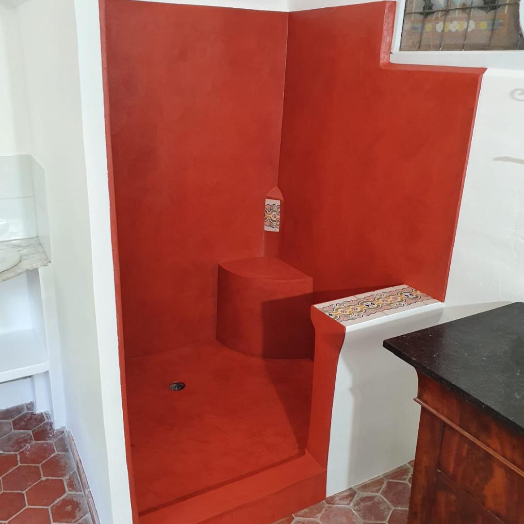 douche italienne en béton ciré